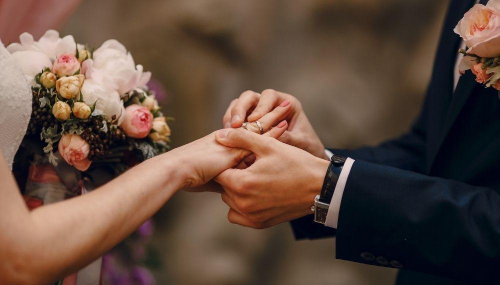 Brudepar, ringer, vielse