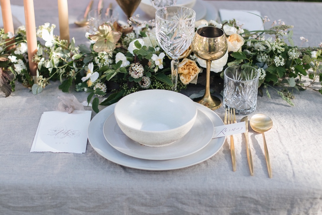 Blomster: Esters Hage   Trykksaker: Ina and the Olive Tree   Dekketøy: Table Tales